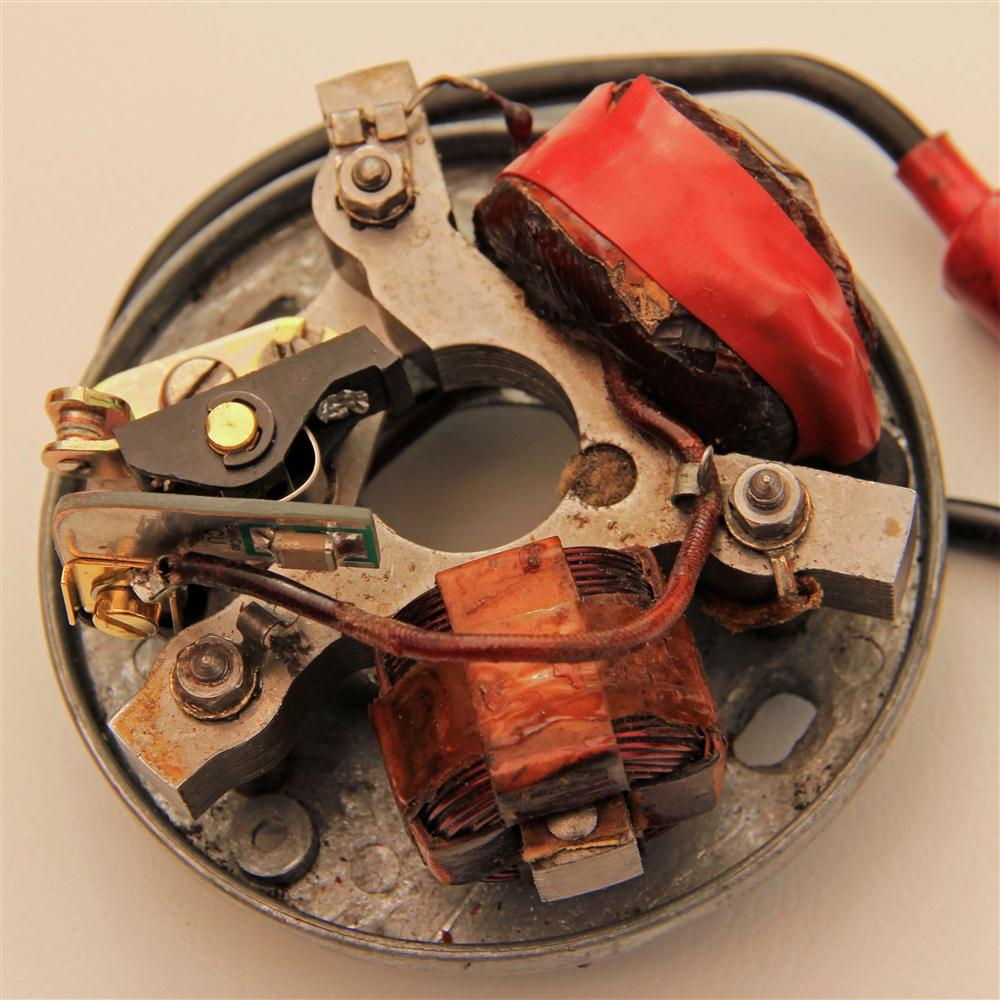 wico pacy series 90 magneto connected to the live lt wire of the ignition coil the other face of the easycap circuit board is in electrical contact the earthed anchor post